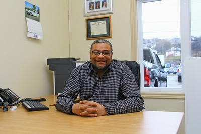 Victor-Holmes, Business Manager