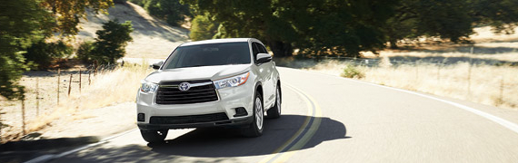 2015 Toyota Highlander's performance and fuel economy at Mayfield Toyota