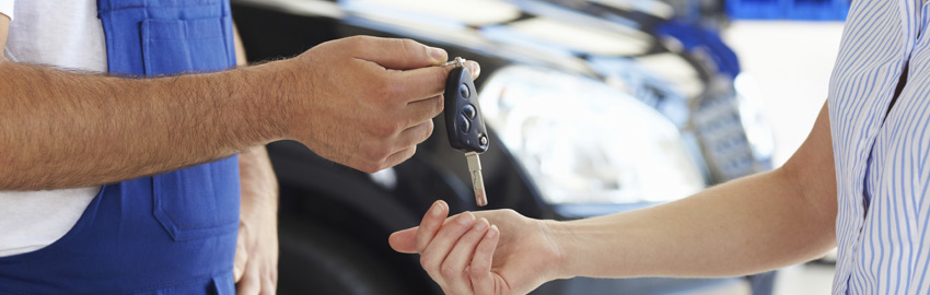 mechanic handing car keys to a customer